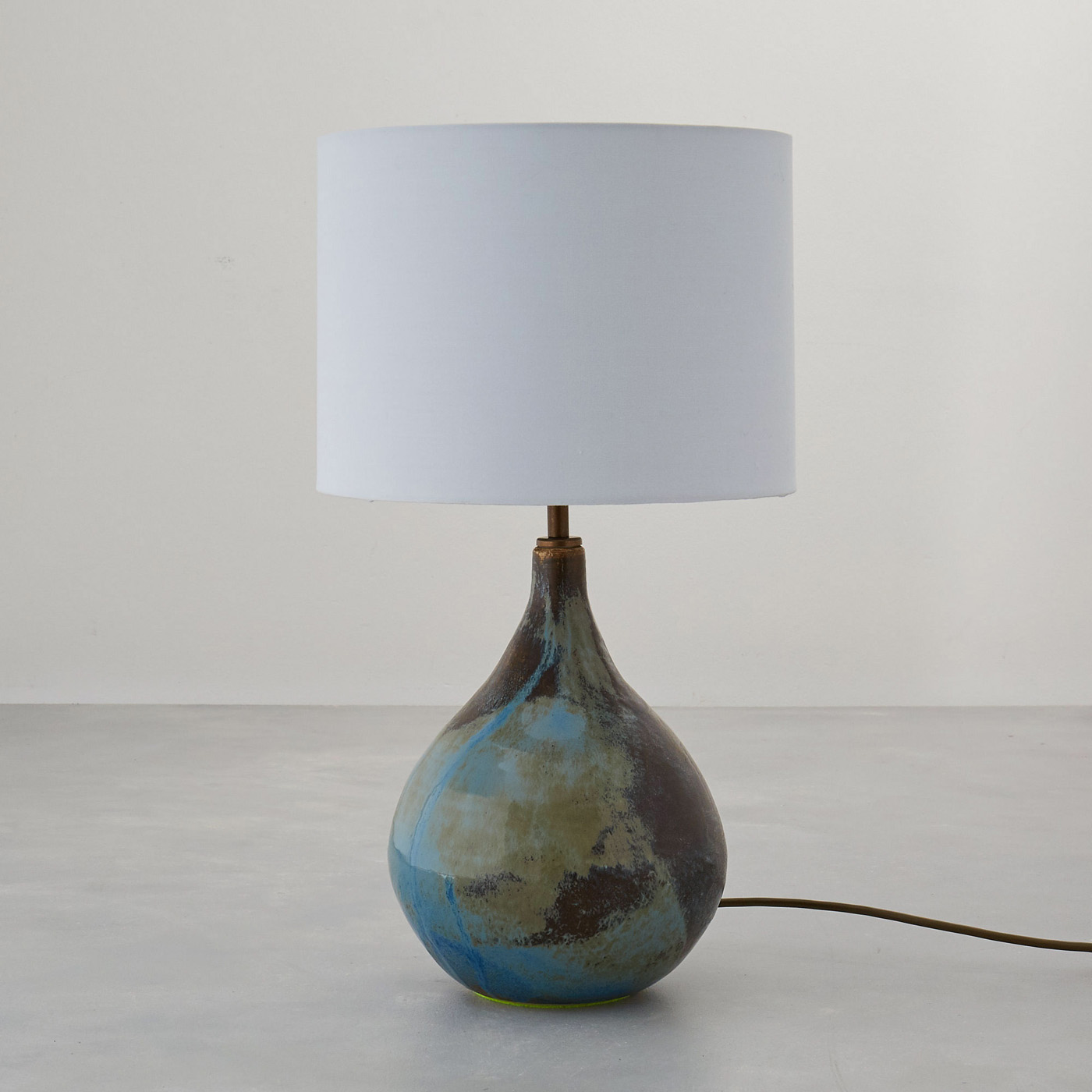 Isabella Lepri Blue and bronze lamp with white shade